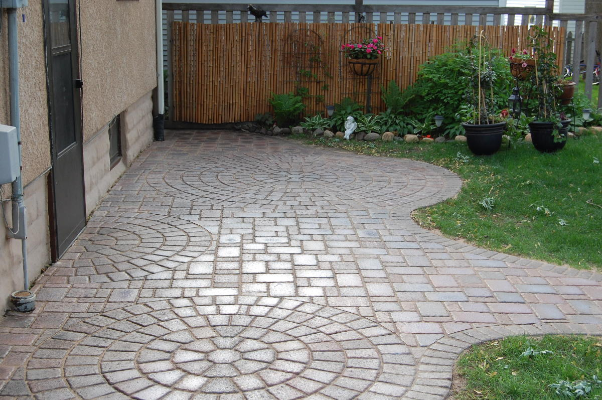 Paver patios installed in the space coast titusville area for Small patio designs with pavers
